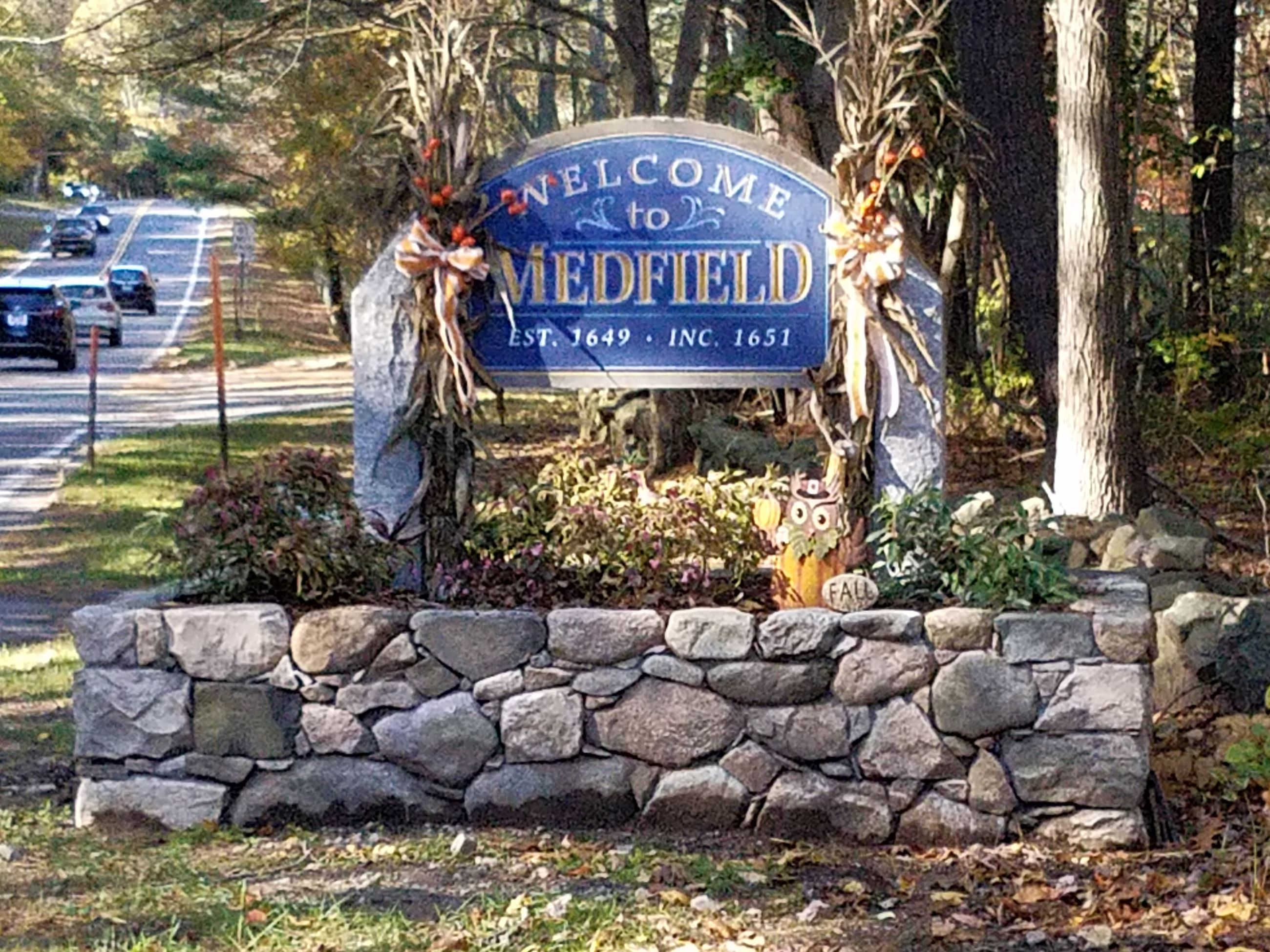 Welcome to Medfield Sign